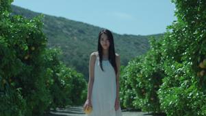KIRIN・本搾りチューハイ「ぎゅっ、とくる篇」出演の竹富聖花(たけとみせいか)3